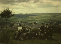 Charles Corbet, Groupportrait with in background Echternach (Lx) - c. 1910, autochrome 9 x 12