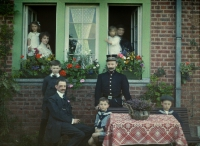 Georges Gilon, Familyportrait at Roannay/Belgium  c.1913, autochrome 9x12