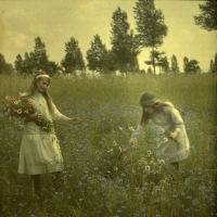 Alfonse Van Besten, Two girls picking cornflowers    c. 1912, autochrome 9 x 9, Similar autochrome in collection Fotomuseum-Antwerpen