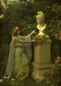 Alfonse Van Besten, Ancient times    c. 1912, autochrome 9 x 12, Similar autochrome in collection Fotomuseum-Antwerpen
